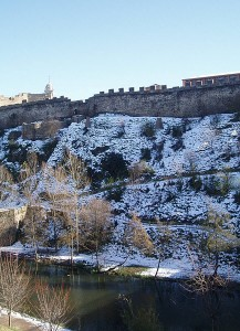 Ponferrada's Castle and Sil's River with snow (Ponferrada)